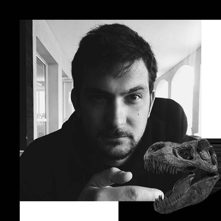 Photo de Constantin PEPIN, directeur artistique et designer digital, spécialisé pour développer site internet moderne et dynamique, mais aussi pour la réalisation d'affiche graphique et de Campagne de communication